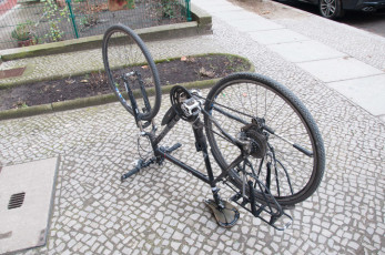 Fahrrad auf den Kopf stellen