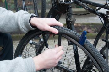 Mantel mit Reifenhebern anheben